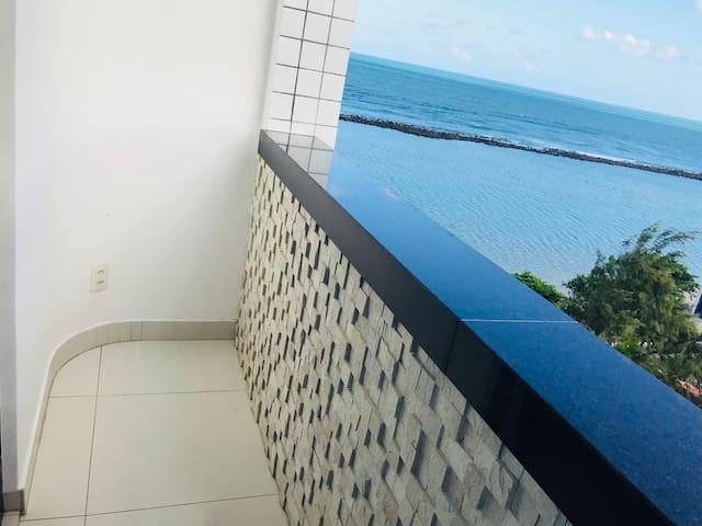 Varanda privativa com vista pro mar