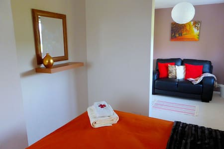 Big double room with sofa - Havant - Bed & Breakfast