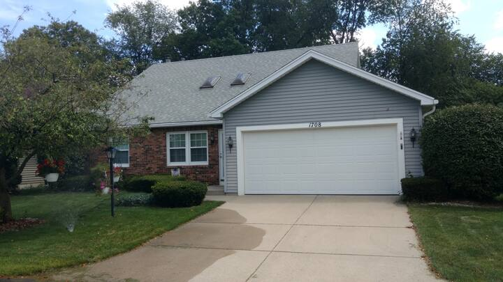 Clean Friendly Family Home, Lowell Woods