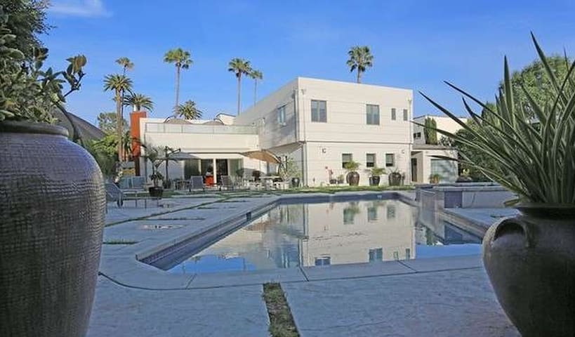 6 bd in Beverly Hills, pool, spa