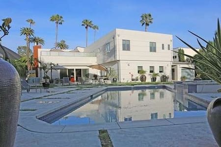 6 bd in Beverly Hills, pool, spa - Beverly Hills