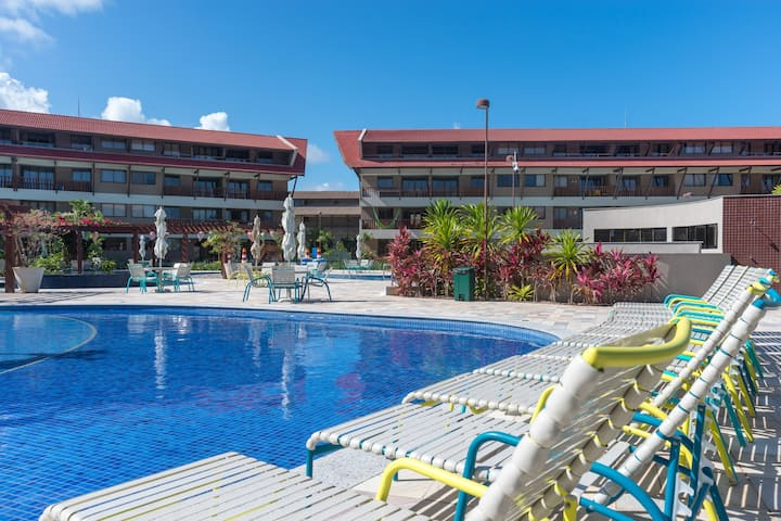 Apartamento térreo no resort Oka Beach Residence