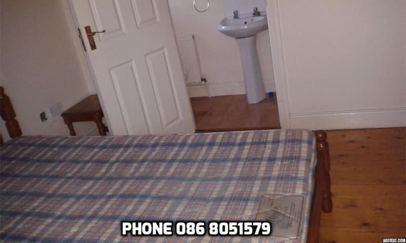 Room to rent , in rent house , - Thurles - Dům