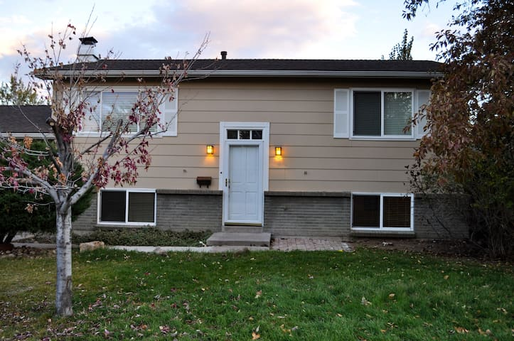 Cozy, Garden Level Unit In Quiet Centennial/DTC