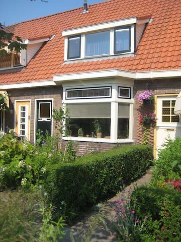 Licht huis 10 minuten loopafstand van bos en duin! - Castricum - Haus