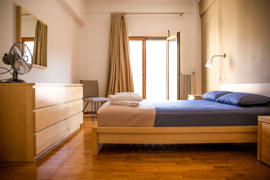 Sunny apartment in central Athens / Main bedroom