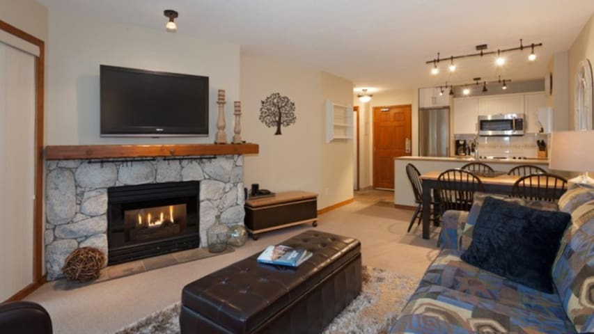 Ski-in/out 1-bedroom at Aspens Condos