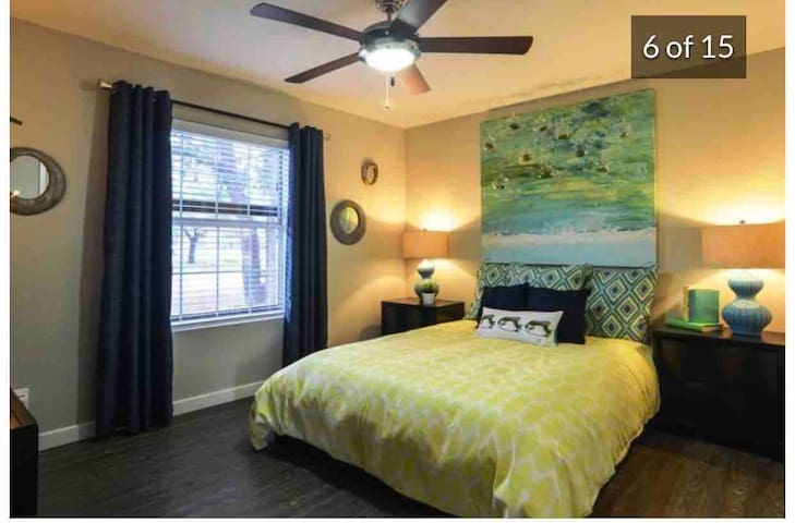Minutes away from AIRPORT. CLEANS AND PRIVATE Apt