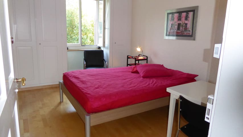 Charming room/apartment Berne City!