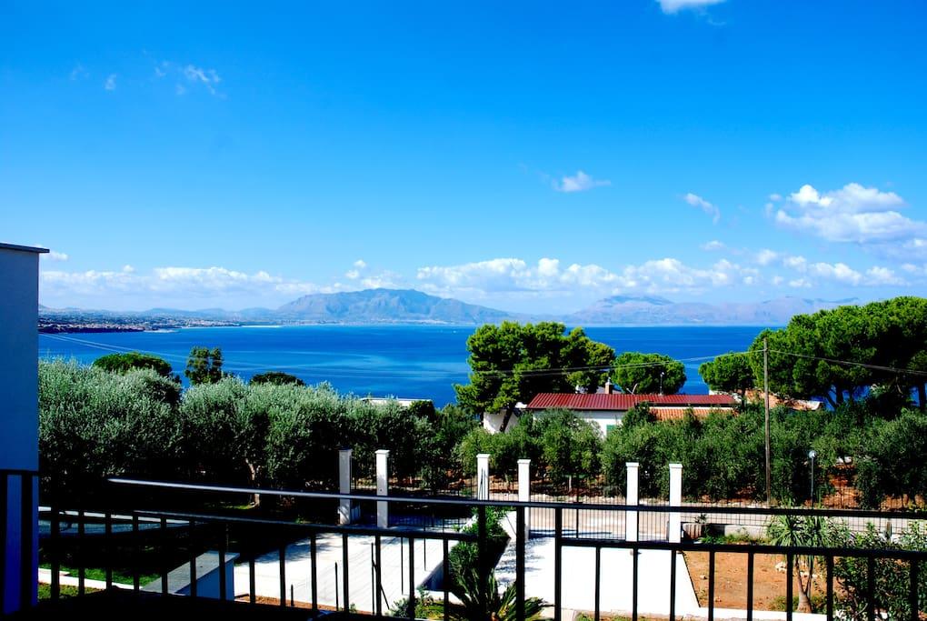Vista sul golfo di Castellammare dalla terrazza e dalla camera del primo piano