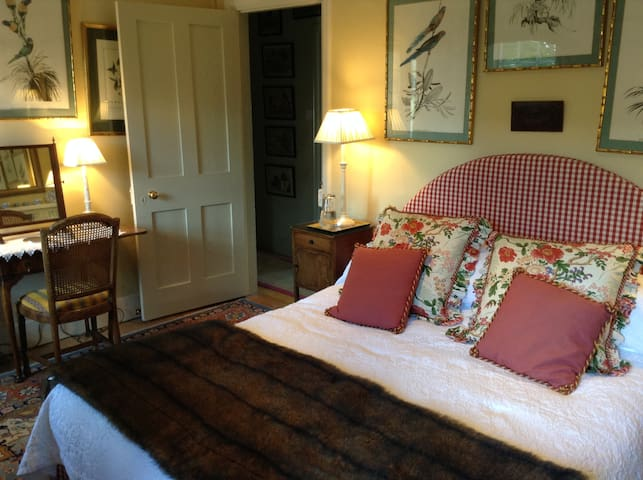 Rooms in charming Cotswold cottage - Church Enstone - Bed & Breakfast