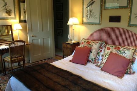 Rooms in charming Cotswold cottage - Church Enstone