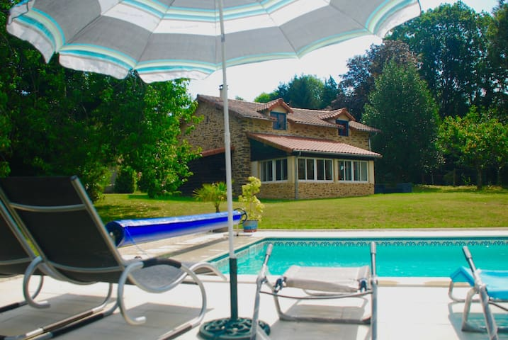 Beautiful cottage with heated pool. - La Chapelle-Montbrandeix - Dům