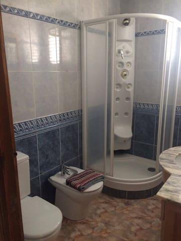 Las rosas 2 - Алькала-де-Чиверт - Отпускное жилье