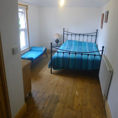 Double room and trundle bed with en-suite shower - Dover