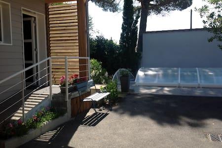 Studio dans chalet privé, piscine - Villeneuve-sur-Lot - Almhütte