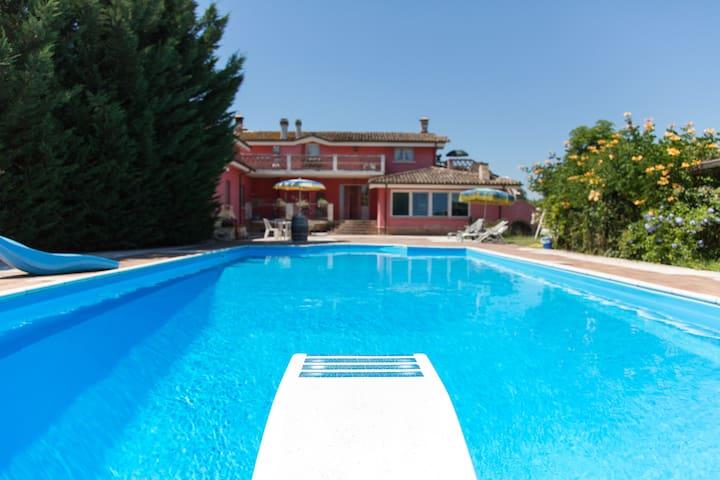 Porzione di villa con piscina - Cepagatti - Villa