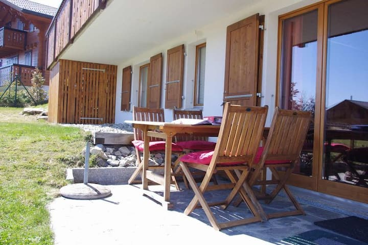 Cosy Two bedroom garden apartment in a chalet