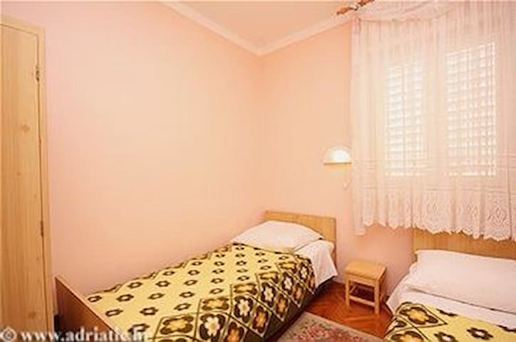 Villa Franka twin bedroom