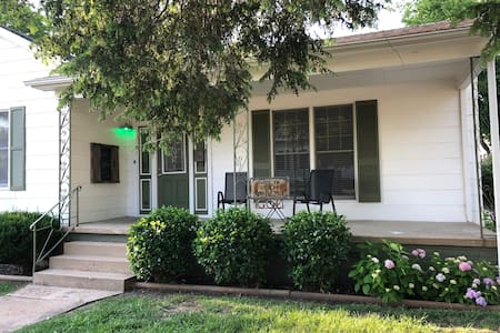 Gloria's on Exchange - Entire Home/Large Yard