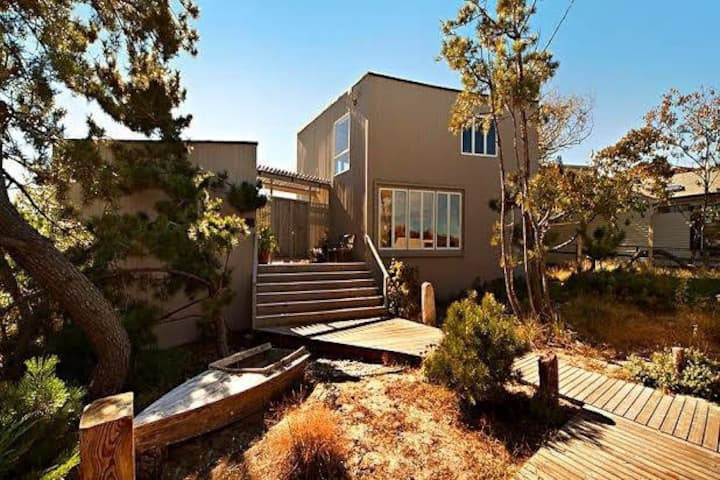 Mid-Century Mod. home close to the FI Pines Harbor