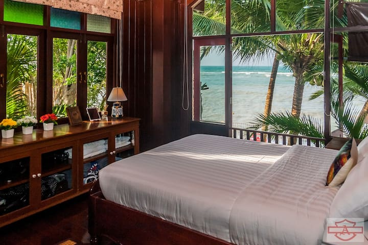 """A"" villa - fully staffed beachfront paradise"