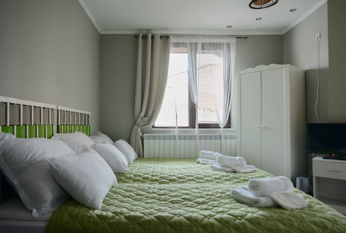 Vine is love - Room with two beds and additional  folding bed. En suite bathroom.