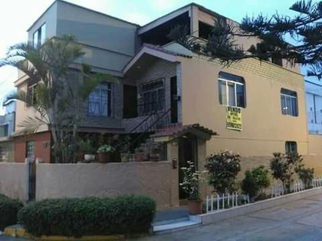 Casa cómoda para huésped extranjero - Distrito de Ate-Vitarte - House