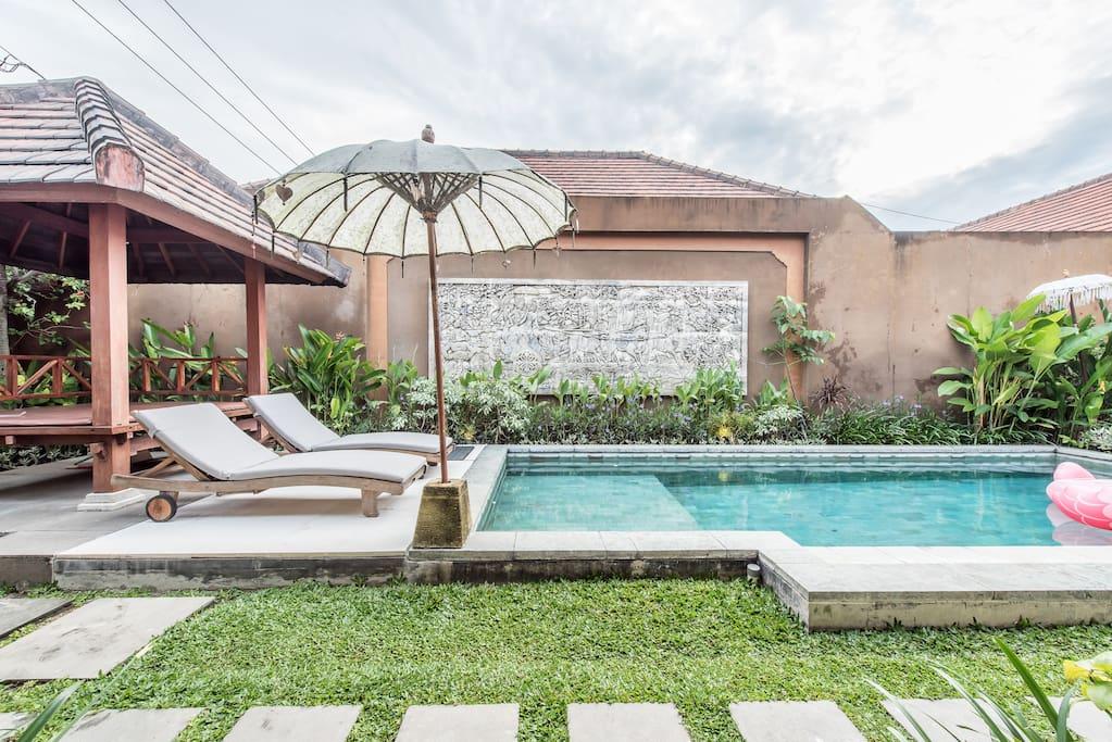 Sun Lounge Chair & Huge Pool