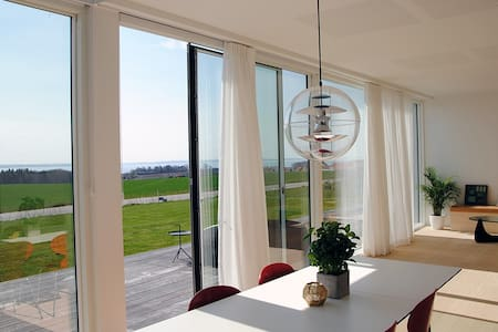 Achitect Home by the Beach - Rønde - Casa