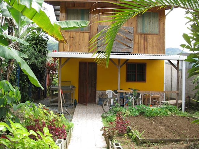 Authentic Small town experience - Orosi - Rumah