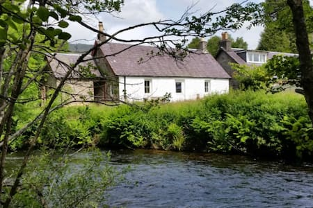 Riverview Cottage: beautiful 2 bedroom cottage - Callander