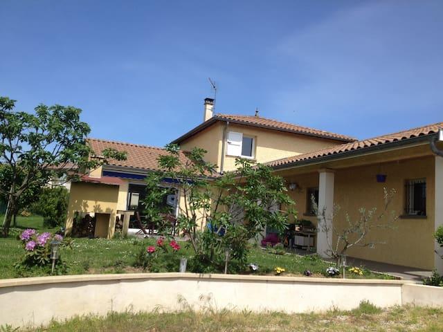 20 mn de Lyon centre 69270 france - Cailloux-sur-Fontaines - House