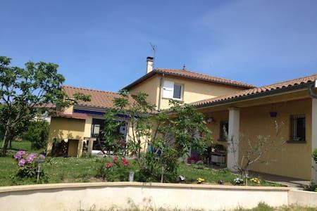 20 mn de Lyon centre 69270 france - Cailloux-sur-Fontaines - Casa