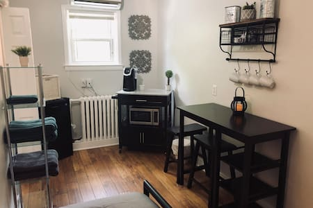 Cozy Studio/Bachelor in the Heart of ByWard Market