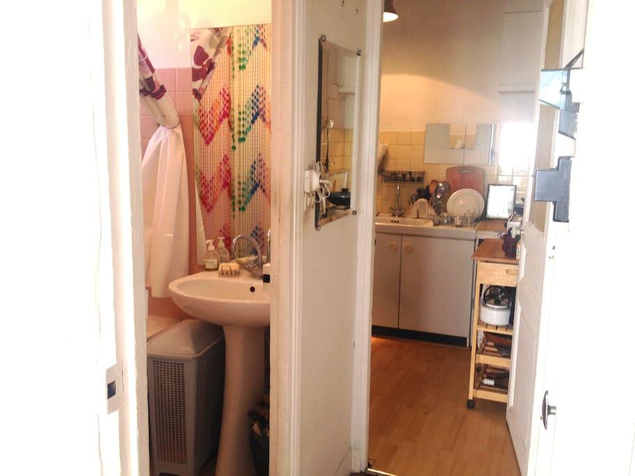 salle de bains et cuisine indépendante