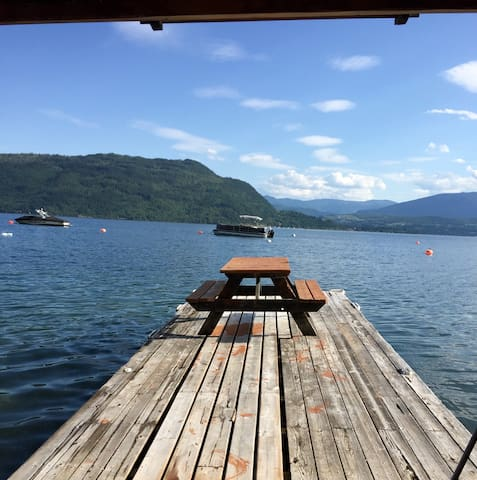 Chalet & Beach on Shuswap Lake - Celista - Cottage