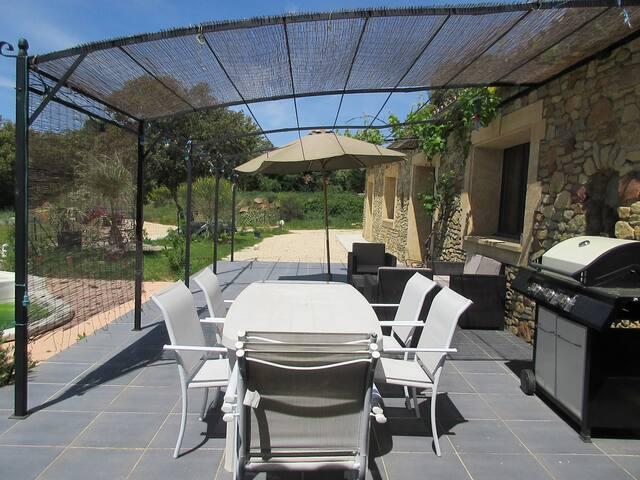 gran casa in pietra con piscina nella piena natura - La Capelle-et-Masmolène - Casa