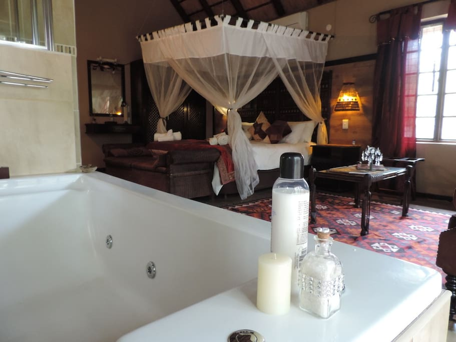 Spa bath for 2 in the luxury honeymoon suite