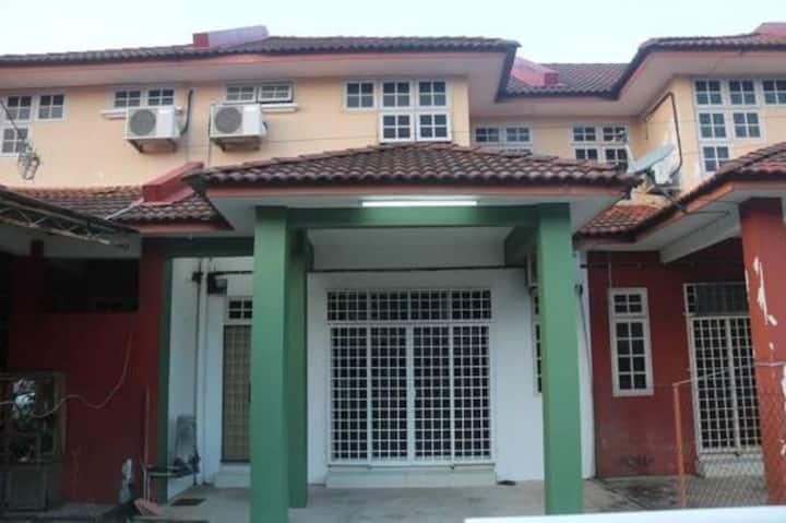 Billy's Home @ Taman Rogayah