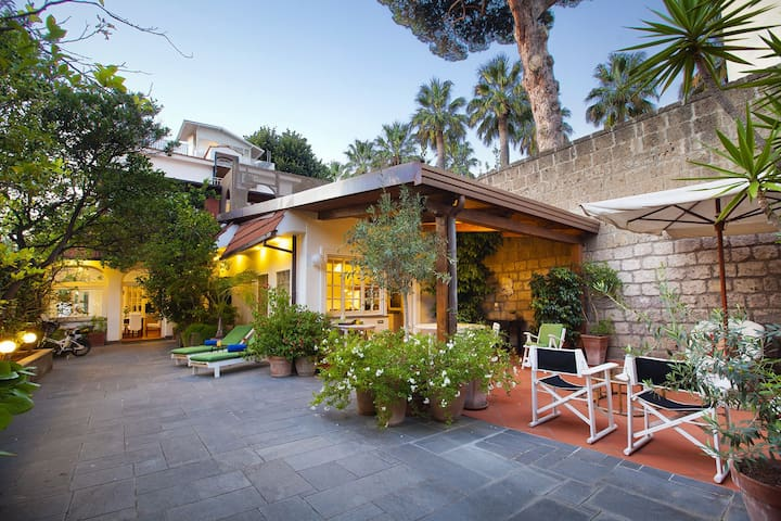 Villa Luca with Private Terracce, Air Conditioning and Parking