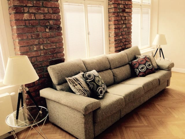 Comfortable,stylish, centr, WiFi. Ideal for family