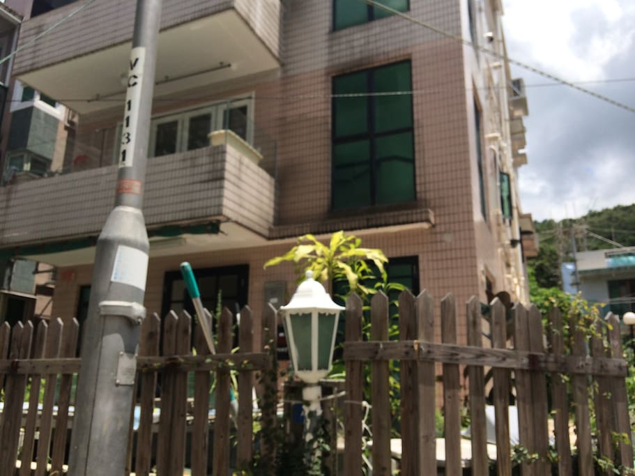 Lovely three story village house tucked in  beautiful village 10 mins from the MTR