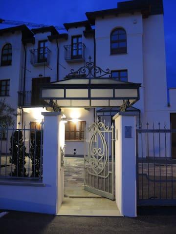 La Maison du Soleil Appartamento della Regina - Serralunga d'Alba - Vila