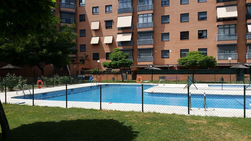 Bajo con jardín y piscina - Aravaca (Madrid) - Departamento