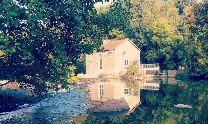 Moulin à eau  10min du Puy du Fou - Saint-Laurent-sur-Sèvre - บ้าน