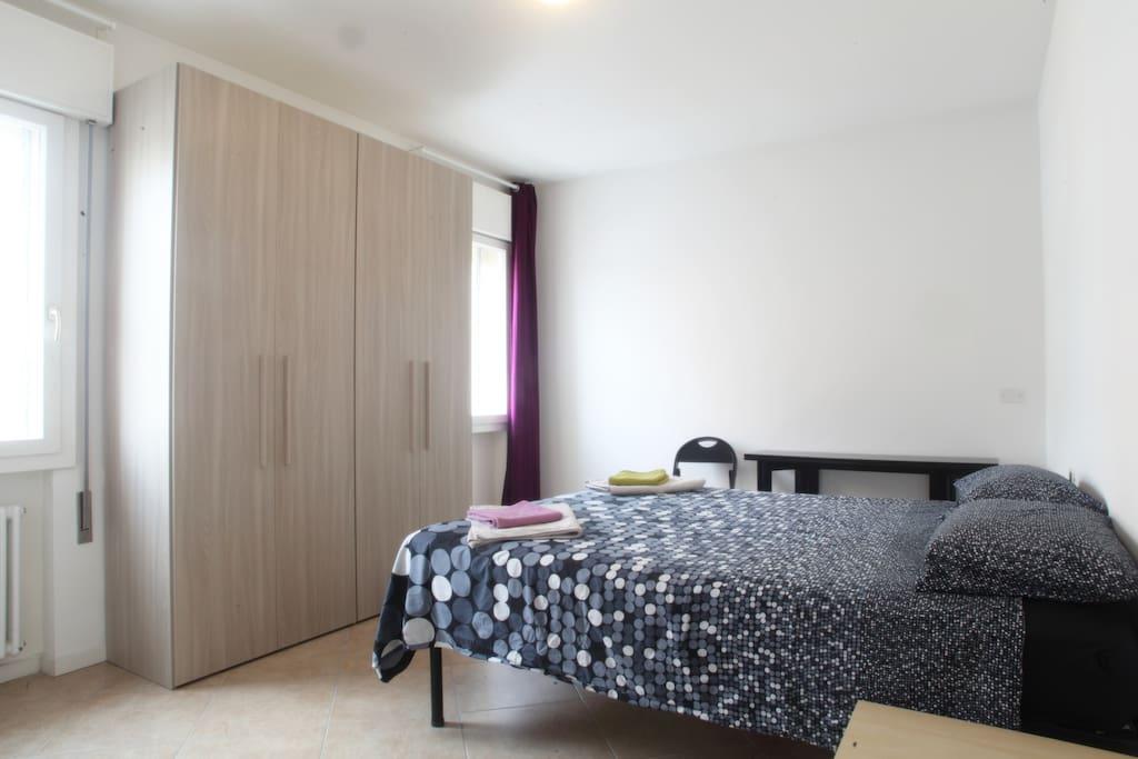master bedroom: 160x200cm bed
