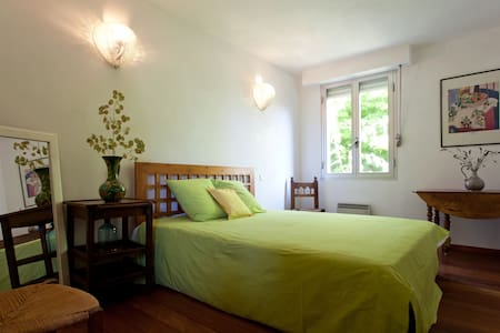 Maison de village - Beaucaire - Bed & Breakfast