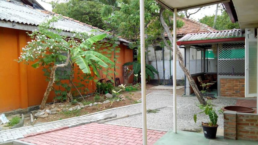 Mount Lavinia Guest House (MLGHouse) - Dehiwala-Mount Lavinia - Chambre d'hôtes