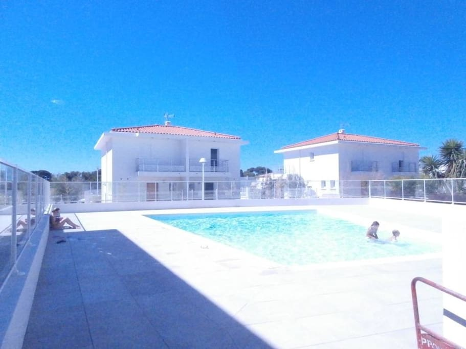 Location carqueiranne beau t2 piscine r f beau flats for Piscine carqueiranne